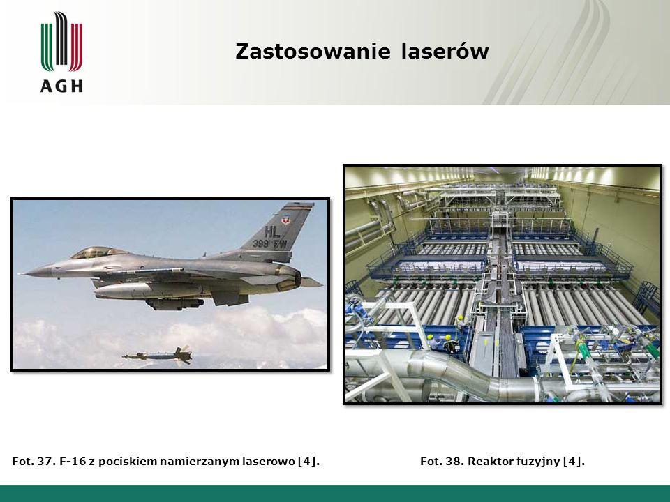 Zastosowanie laserów Fot. 37. F-16 z pociskiem namierzanym laserowo [4].